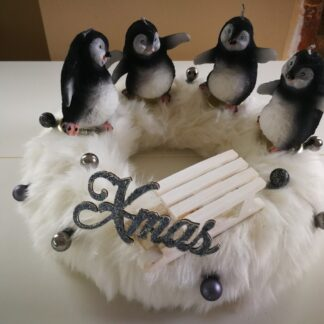 Adventi koszorú pingvines gyertyával