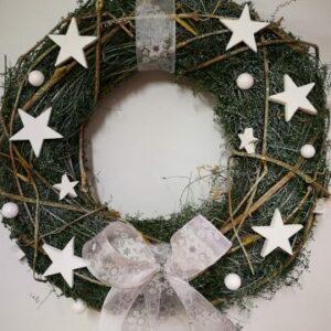 Karácsonyi ajtókopogtató fehér csillagokkal